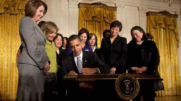 Obama-signs-order-creating-White-House-Council-on-Women-and-Girls-via-Wikimedia